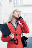 Young business woman calling on the phone — Stock Photo