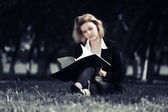 Young business woman with a folder in a city park  — Foto de Stock