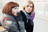 Beautiful fashion women on the city street — Stock Photo