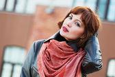 Beautiful fashion woman on the city street — Stock Photo