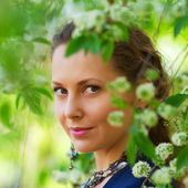 Portrait of beautiful young woman on nature — Stock Photo