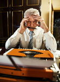 Retro Senior Man writer — Stockfoto