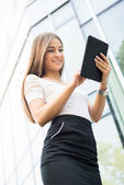 Businesswoman using a Tablet PC outoors — Stock Photo
