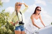 Young female tourists — Стоковое фото