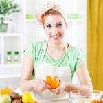Young woman peeling oranges — Stock Photo #46282583