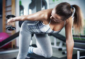Young woman doing triceps exercise — Stock Photo