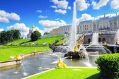 Gran cascada en pertergof, san petersburgo, rusia. — Foto de Stock