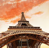 View at foot of Eiffel Tower. Evening.Paris. — Stock Photo