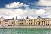 Castle Conciergerie and bridge, Paris, France. — Stock Photo