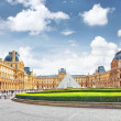 PARIS - SEPTEMBER 18: Glass pyramid and the Louvre museum on Sep — Stock Photo