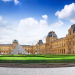 PARIS - SEPTEMBER 18: Glass pyramid and the Louvre museum on Sep — Stock Photo #35817329