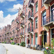 Amsterdam and typical houses with clear summer sky.Netherlands — Foto de Stock