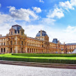 PARIS - SEPTEMBER 18: Glass pyramid and the Louvre museum on Sep — Stock Photo #36059737