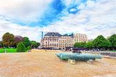 主入口荣军附近的公园。巴黎法国. — 图库照片