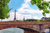 Eiffel Tower -view from Embankment of the River Seine.Parisю Fr — Stock Photo