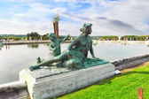 VERSAILLES FRANCE - SEPTEMBER 21 Pond in front of the Royal Vers — Stock Photo