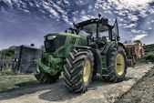 Tractor in the Vineyard — Stock Photo