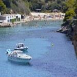 Many Tourists at the Bay of Cala Pi in Mallorca, Spain ( Baleari — Stock Photo