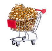 Carrito de compras lleno con granos de oro — Foto de Stock