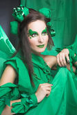 žena v zeleném. — Stock fotografie