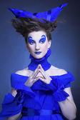 Kvinnan i blå — Stockfoto