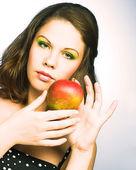Mujer con frutas — Foto de Stock