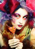 молодая женщина с шоколадом — Стоковое фото