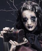 Young lady witn box — Stock Photo