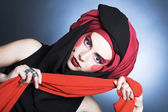 Jeune femme avec du maquillage créatif — Photo