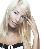 Ung blond kvinna — Stockfoto