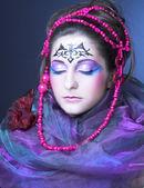 有的珠子的女人 — 图库照片