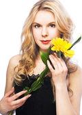 Kobieta z kwiatem — Zdjęcie stockowe