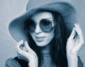 Vintage woman in sunglasses and  hat — Stock Photo