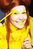 Garota em amarelo. — Foto Stock