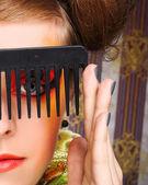Combs olan kadın. — Stok fotoğraf