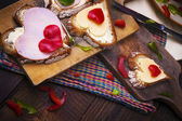 Breakfast hearts sandwiches boards food — Stockfoto