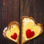Heart sandwich shape wood board peppers food — Stock Photo #20381983