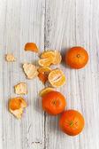 Kunst vintage hintergrund orange brett tisch weiß aus holz — Stockfoto