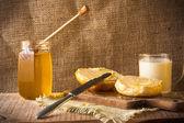 Mléko roll honey chléb potravinové vinobraní — Stock fotografie