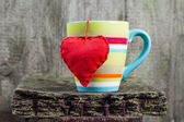 Heart hung colored cup — 图库照片