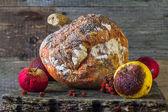 Гнилые фрукты деревянная доска — Стоковое фото