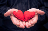 Two red hearts held male hands — Stockfoto