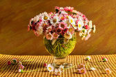 Still life bouquet daisies table — Stock Photo