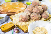 Raw meat balls minced beef rolled breadcrumbs — Stock Photo
