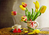 Still life bouquet tulips cup coffee — Stock Photo