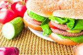 Tapis en bois de la plaque hamburgers — Stock fotografie