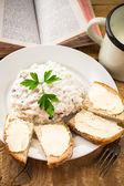 Chutnou snídani kniha kuchyně stůl vinobraní — Stock fotografie