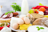 Composición comestibles productos lácteos verduras frutas carne — Foto de Stock