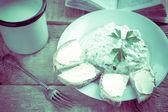 вкусный завтрак книга кухня стол ретро — Стоковое фото