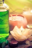 Velas aromáticas de óleo massagem zen de pedras — Foto Stock